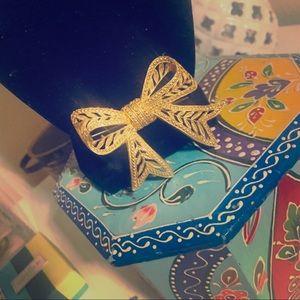 ✨pretty Gold Bow pin🎀